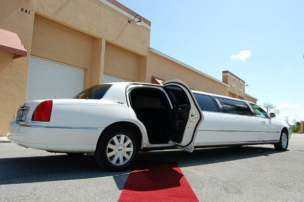 8 Person Lincoln Stretch Limo Columbus